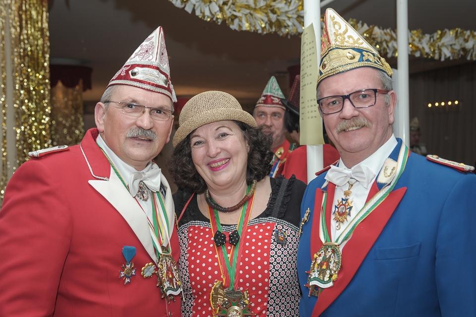 Joachim Fandel und Wolfgang Orth heißen Renate Hendricks  im Kleinen Senat willkommen.